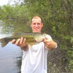 Bass de 40 cm pris au poisson nageur